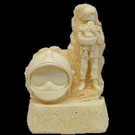 Trophée Pierre du Gard 1540 Pompier-Enfant + Casque F1 18 cm